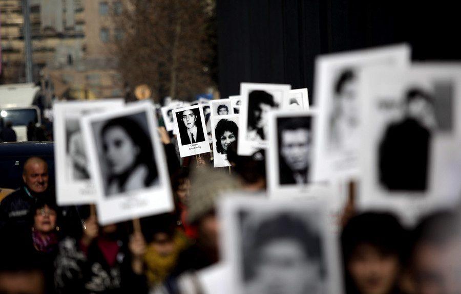 Historias desobedientes: Hijos de violadores a los derechos humanos reniegan de sus padres (El Desconcierto)